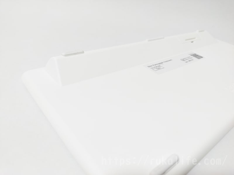 エレコムの超薄型キーボードTK-FDP098TWHの裏面