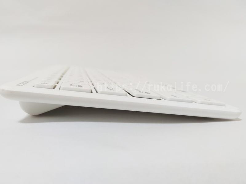 エレコムの超薄型キーボードTK-FDP098TWHを横から見た画像